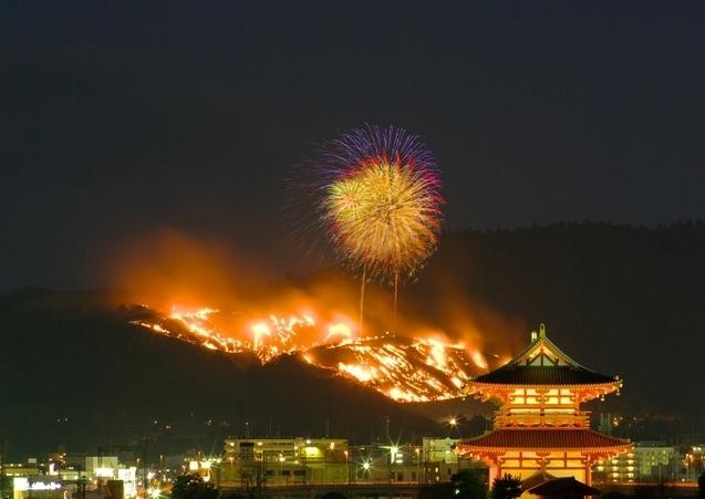 平城宮朱雀門と若草山焼き