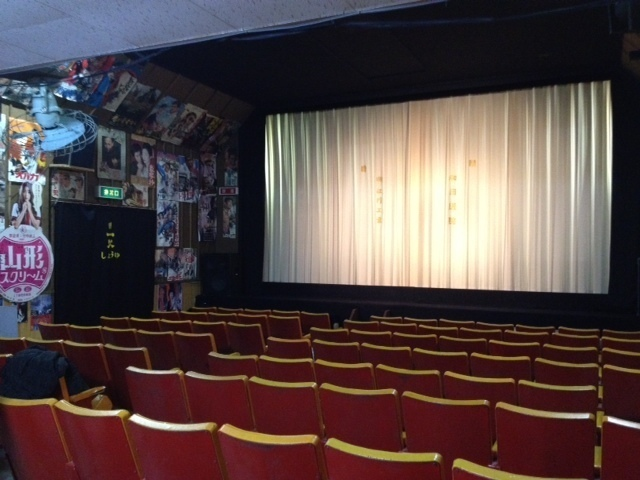 "A retro cinema ""Daishin Theater"" that sits in the mountains"