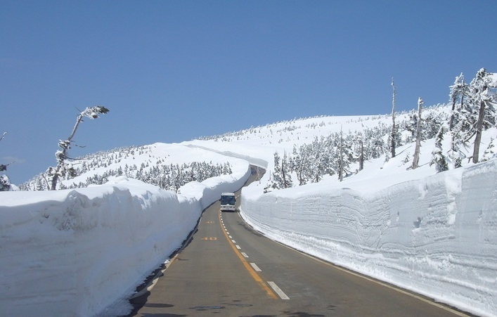 Hachimantai Corridor of Snow